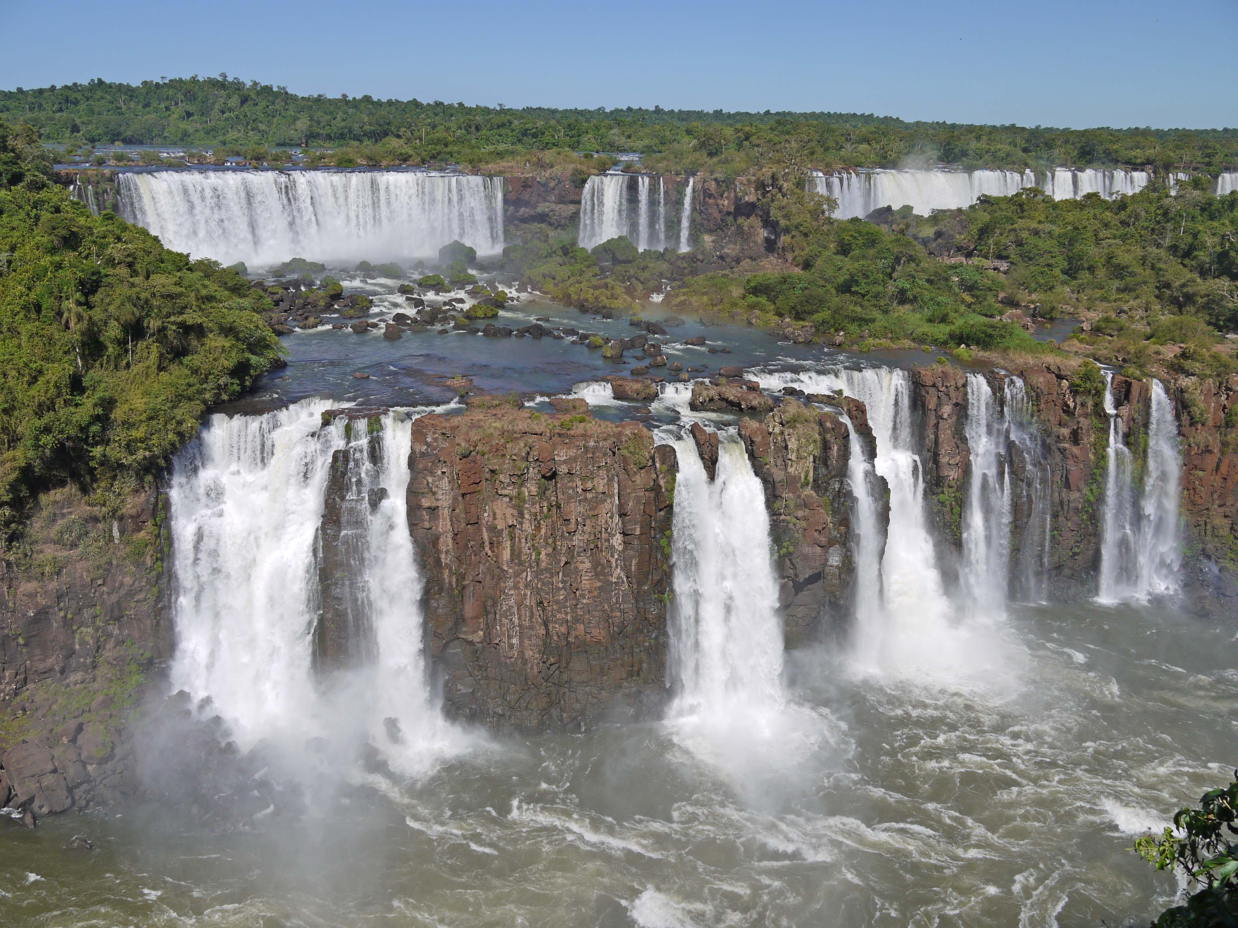 カスケードのようなイグアスの滝